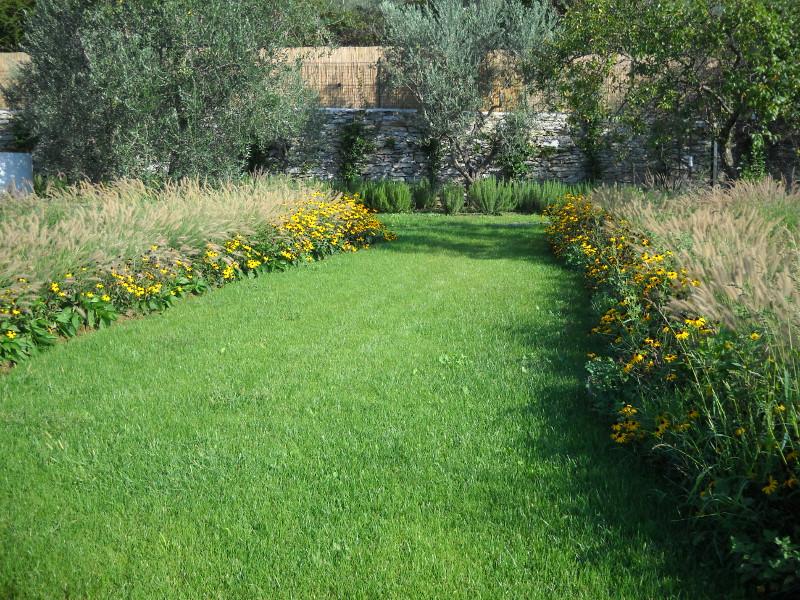 Progettazione e realizzazione giardini in toscana for Foto di giardini per villette